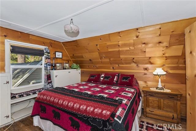33785 Cedar Pines Ln, Green Valley Lake, CA 92341 Photo 16