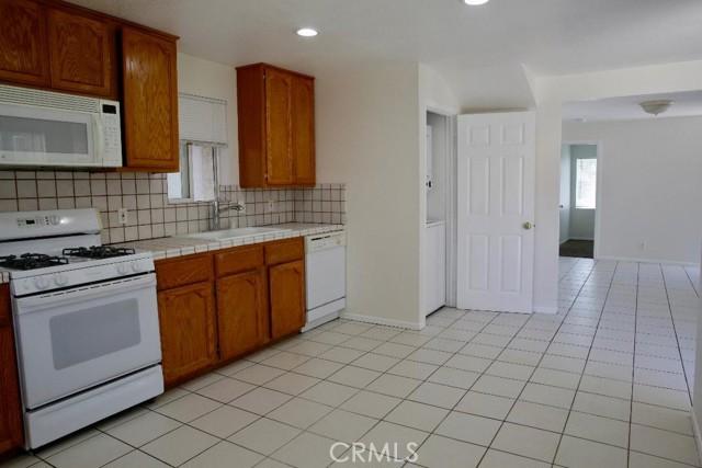 Kitchen 2 Bedroom