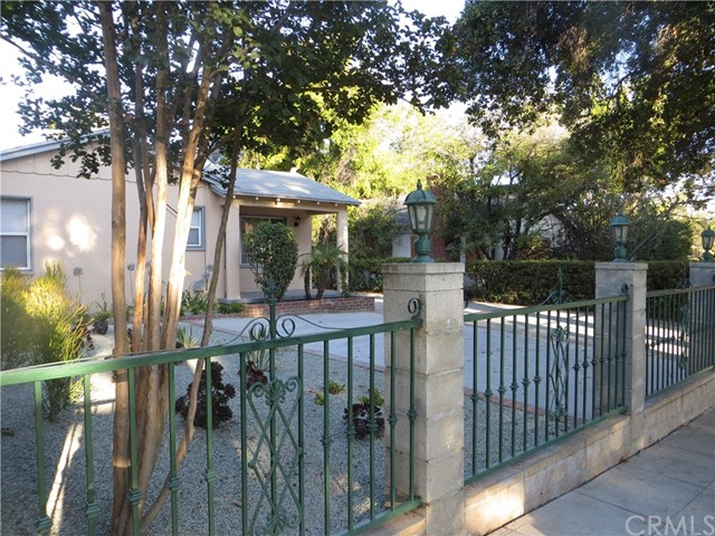 124 N Oak Ave., Pasadena, CA 91107 Photo 2
