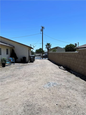 26. 6958 Mohawk Trail Yucca Valley, CA 92284