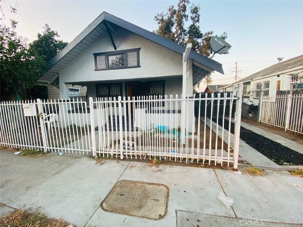 229   W Gage Avenue, Los Angeles CA 90003
