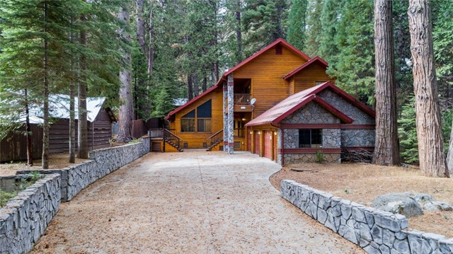 7724 Forest Drive, Fish Camp, CA 93623