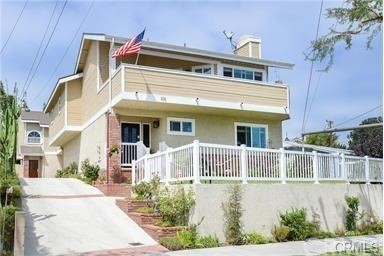 105 Helberta Avenue A, Redondo Beach, California 90277, 3 Bedrooms Bedrooms, ,3 BathroomsBathrooms,For Rent,Helberta,PV20002184