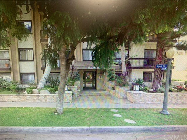 Beautiful Move in Condition 2 Bedroom 2 Bath Condo fully furnished. Conveniently locate Walking distance to UCLA, Great neighborhood Westrwood Village,Century City Dinning. Proportioned bedrooms and nice view. Close to 405 Freeway. must see to appreciate.