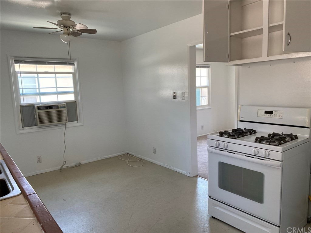 Kitchen eating area with opening to living room