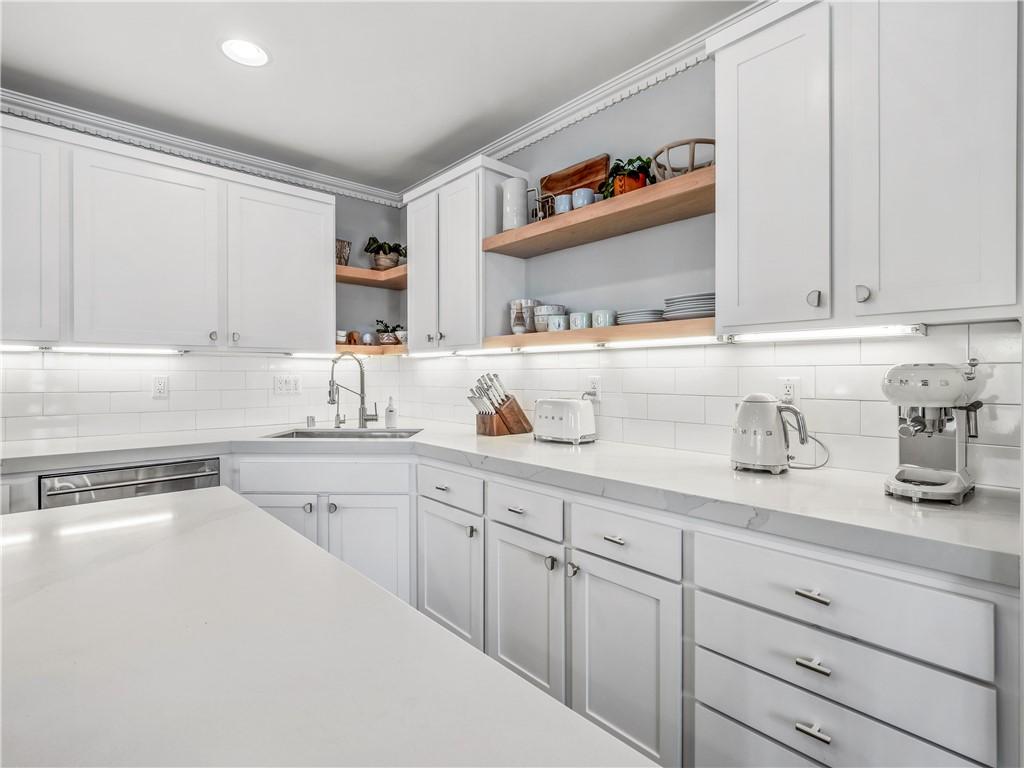 503 36th Pl (aka 502 Rosecrans #D) Avenue D, Manhattan Beach, California 90266, 2 Bedrooms Bedrooms, ,2 BathroomsBathrooms,For Rent,36th Pl (aka 502 Rosecrans #D),SB21034080