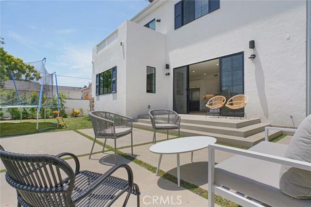 16. 7334 Kentwood Avenue Los Angeles, CA 90045