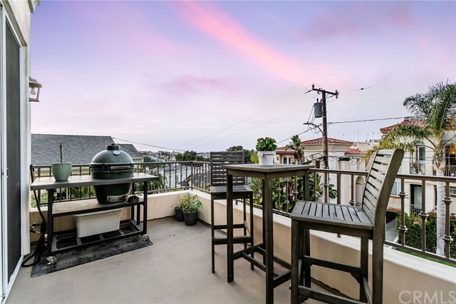 702 11th Street, Hermosa Beach, California 90254, 4 Bedrooms Bedrooms, ,2 BathroomsBathrooms,For Sale,11th,SB21018401