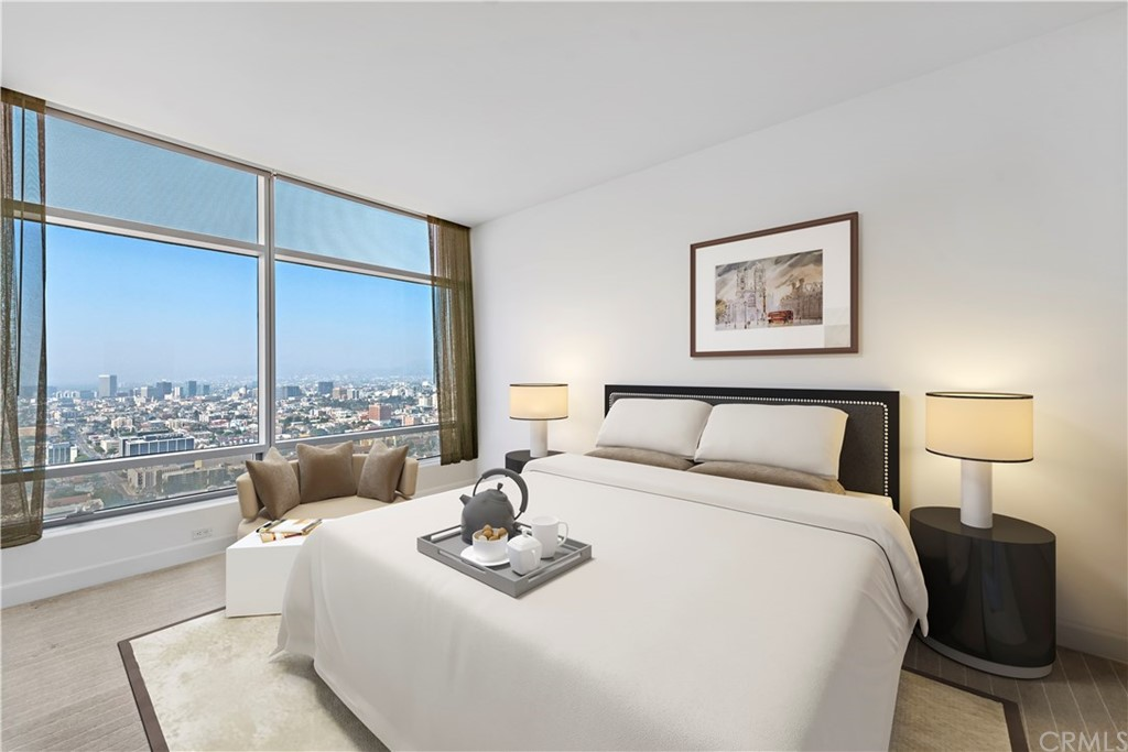 Large Master Bedroom with Sunset facing views and Hollywood Sign, Griffith Observatory