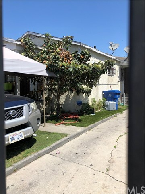 209 W 89th Street, Los Angeles, CA 90003