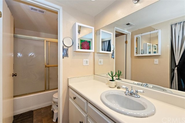11350 Foothill Bl, Lakeview Terrace, CA 91342 Photo 13