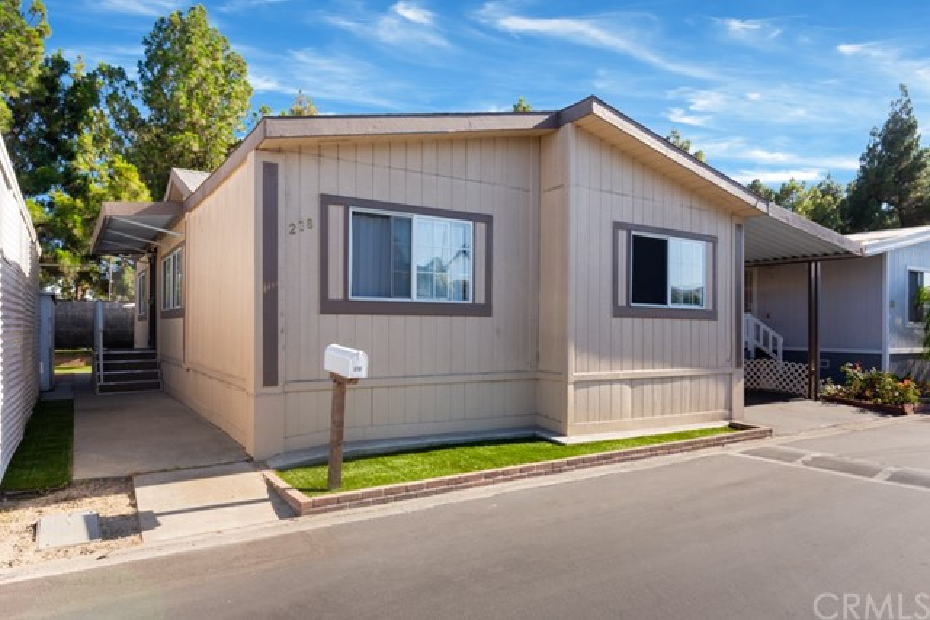 218 Green Drive, Santa Ana, CA 92703