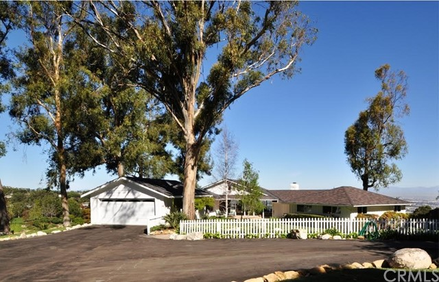 Photo of 8 Pine Tree Lane, Rolling Hills, CA 90274