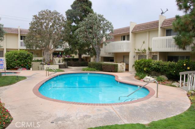 1200 Opal Street 17, Redondo Beach, California 90277, 2 Bedrooms Bedrooms, ,1 BathroomBathrooms,For Sale,Opal,PV13053115