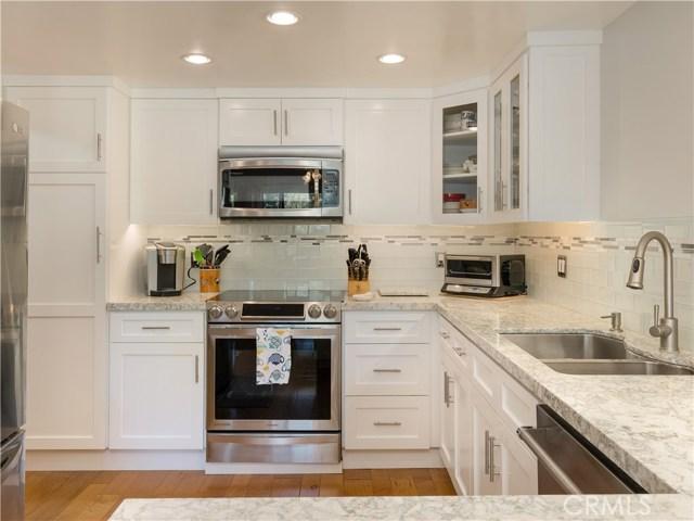 447 Herondo Street 205, Hermosa Beach, California 90254, 2 Bedrooms Bedrooms, ,1 BathroomBathrooms,For Sale,Herondo,SB20222028