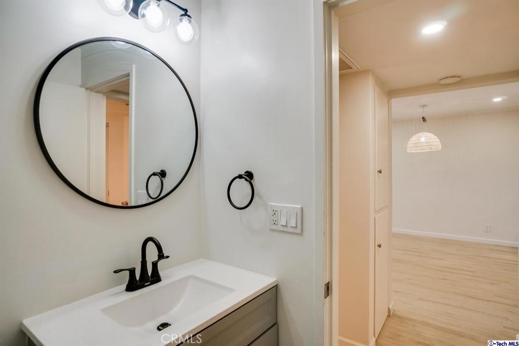 卧房个数: 2, 浴室个数 : 2