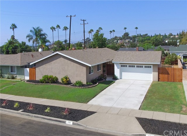 1131 E Saint James Avenue, Orange, CA 92865