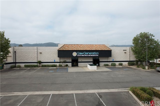 • Freestanding Building • Major Street Frontage – High traffic count. • Exclusive Building Signage- High visibility • Exceptional Property Condition • Oversized Parking Lot • High Growth Area in Inland Empire • Immediate Freeway Access