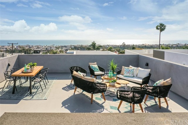 951 15th St, Hermosa Beach, California 90254, 4 Bedrooms Bedrooms, ,5 BathroomsBathrooms,For Sale,15th St,SB20148507