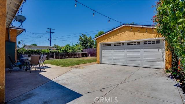 23. 10453 Mary Ave Los Angeles, CA 90002