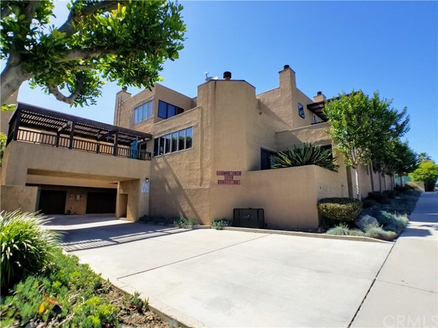 Now Leasing a gorgeous 3 bedroom 2.5 bath tri-level townhouse that is a must see as they rarely come to market in this community. Features include: Large light and bright living room complete with a fireplace tile flooring, high ceilings and French doors that lead to a garden patio. There is a large formal dining area that has a long breakfast bar and opens to a spacious kitchen that comes equipped with a stove, dishwasher, microwave oven, and refrigerator. There is a balcony off the kitchen, great for a summer BBQ or morning coffee and a guest bathroom on the main floor. The top floor features a huge master suite that opens to a private balcony deck overlooking the community and partial city views. The en-suite bathroom features 2 vanity sinks and separate shower and bathtub and 3 large wardrobe closets. The 2 remaining bedrooms are also very nicely sized and share large hallway bathroom. The attached 2 car garage features a remote garage opener, added storage shelves, and washer/dryer hook ups.