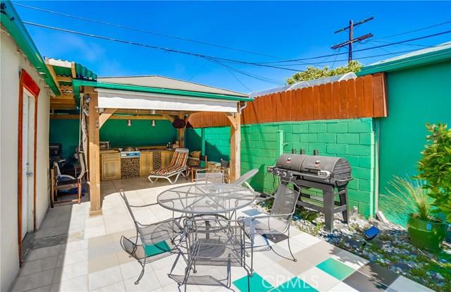 42. 2661 Thurman Avenue Los Angeles, CA 90016