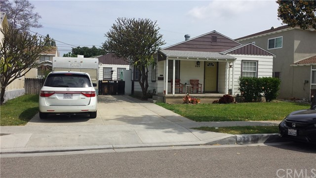 Rare investment opportunity. Four individual homes located on a double wide R3 zoned lot in a fantastic location. Walking distance to Fullerton College and downtown area. Previous plans to build six new Townhomes is available. These permits have to be renewed. Unit breakdown for development and rendering available. Please call for more information