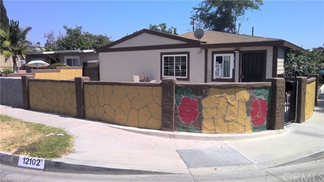 Handy man delight. Perfect opportunity to turn this fixer into your dream home. Bring your tools and bring your vision. Located on the border of Lakewood and Hawaiian Gardens, this corner lot has tons of potential. Convenient location with quick access to the 605, 91, shopping, entertainment, casino and much more. This is a definite must see.
