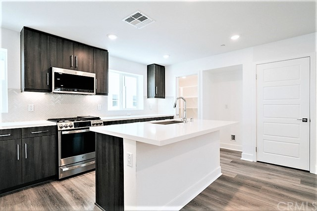 Gourmet Kitchen with Upgraded Cabinets