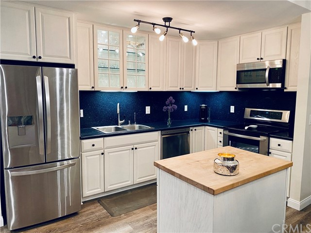 802 Camino Real 307, Redondo Beach, California 90277, 3 Bedrooms Bedrooms, ,2 BathroomsBathrooms,For Sale,Camino Real,SB20128624