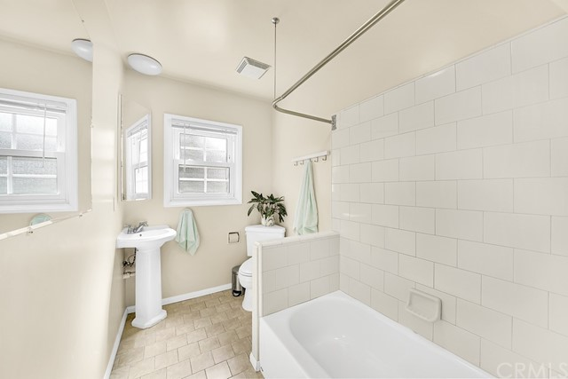 Bath/Tub/shower combo