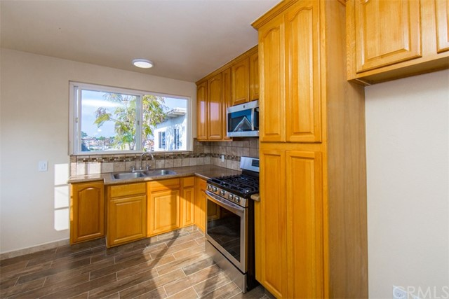 1129 10th Street, Hermosa Beach, California 90254, 3 Bedrooms Bedrooms, ,1 BathroomBathrooms,For Rent,10th,SB21001774