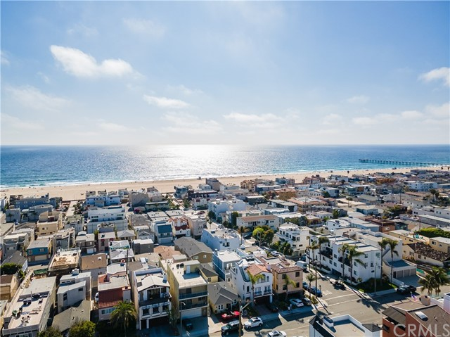 37. 341 Monterey Boulevard Hermosa Beach, CA 90254