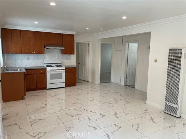 11323 1/2 Unit Living room/Kitchen