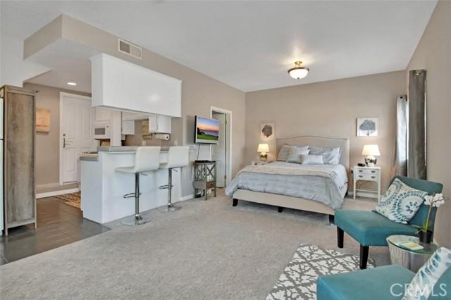 328 Rosecrans Avenue, Manhattan Beach, California 90266, 1 Bedroom Bedrooms, ,1 BathroomBathrooms,For Rent,Rosecrans,SB21219997