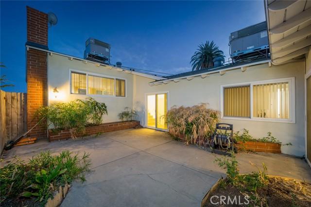 1760 Loma Avenue, Long Beach CA: https://media.crmls.org/medias/c0af089f-cff0-4be0-8586-2c8b25d4b5a4.jpg