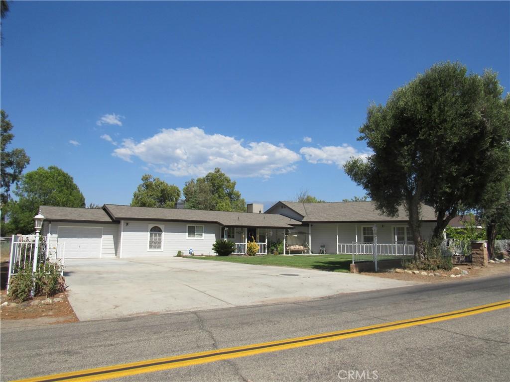 Photo of 41270 Crest Drive, Hemet, CA 92544