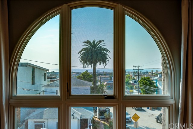 902 6th Street, Hermosa Beach, California 90254, 4 Bedrooms Bedrooms, ,3 BathroomsBathrooms,For Sale,6th,SB20213089
