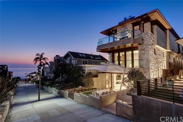 205 20th Street, Manhattan Beach, California 90266, 4 Bedrooms Bedrooms, ,1 BathroomBathrooms,For Sale,20th,SB20176906