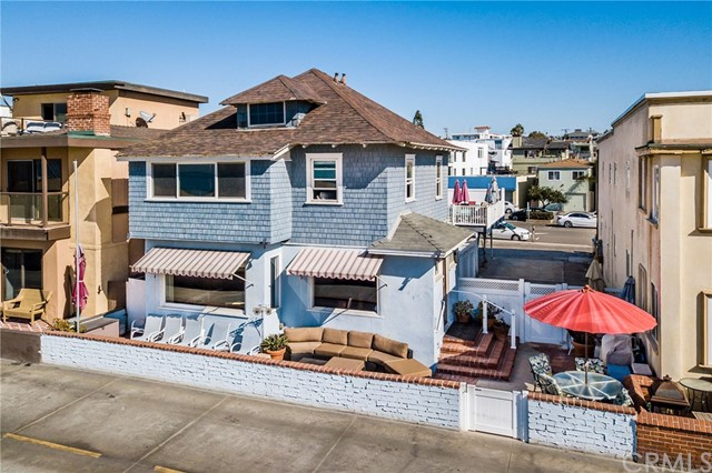 44 The Strand, Hermosa Beach, California 90254, 5 Bedrooms Bedrooms, ,3 BathroomsBathrooms,For Sale,The Strand,SB19005603