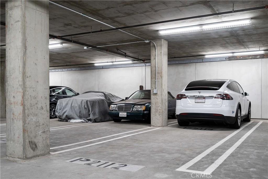Tandem deeded parkings