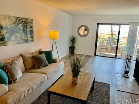 700 Esplanade 15, Redondo Beach, California 90277, 2 Bedrooms Bedrooms, ,2 BathroomsBathrooms,For Sale,Esplanade,SB21036262