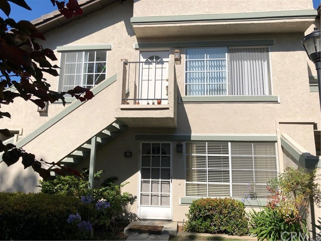 Great location within walking distance to UC Irvine and University Shopping Center. Fabulous low level condo in University Town Center's Columbia Square. Highly upgraded kitchen, bathroom and wood flooring with private patio and two carports.