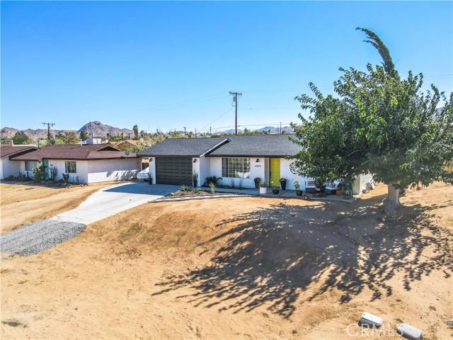 61593 Granada Drive, Joshua Tree, California 92252, 2 Bedrooms Bedrooms, ,1 BathroomBathrooms,Residential,For Sale,Granada,JT21225302