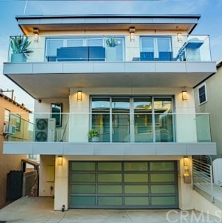 319 34th Pl, Manhattan Beach, California 90266, 3 Bedrooms Bedrooms, ,3 BathroomsBathrooms,Townhouse,For Sale,34th Pl,SB20059441