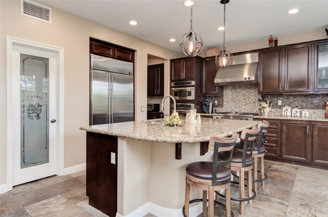 Gourmet kitchen with a walk-in pantry and all the trimmings