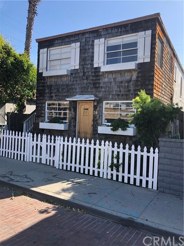 Lovely duplex literally just over a block from Muscle Beach in the heart of Venice. Each unit in great condition, and extremely easy to rent. Currently occupied by two long time tenants. Property is still available and on hold at this time.
