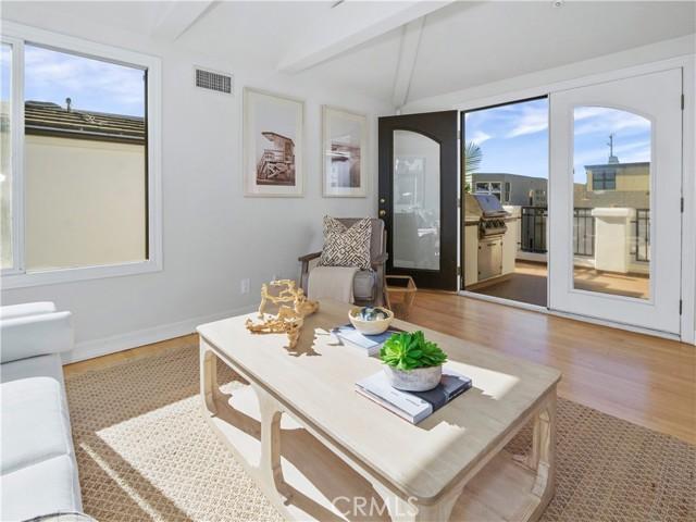 bonus living room facing ocean view deck