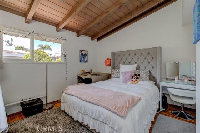 1965 Manhattan Avenue, Hermosa Beach, California 90254, 3 Bedrooms Bedrooms, ,2 BathroomsBathrooms,For Sale,Manhattan,SB20021506