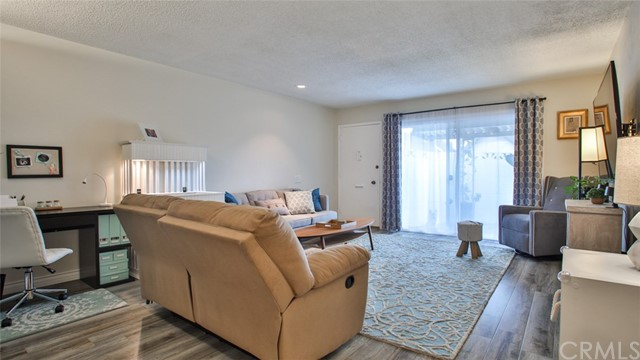 635 S Indian Hill Boulevard B, Claremont, CA 91711